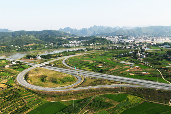 桂梧高速公路是我国西部开发8条省际间公路通道内蒙古阿荣旗至北海
